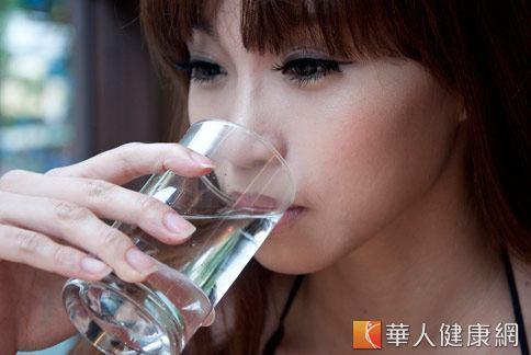 醫學證實,飯前喝水確實可以讓體重減輕,因為水可以增加飽足感。(圖片/取材自本站資料)