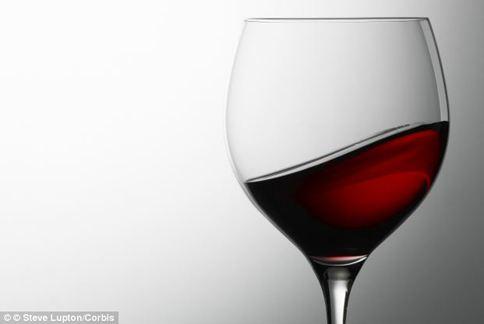 西班牙研究指出,每日喝一小杯紅酒,有助於降低憂鬱症可能。(圖片/取材自英國《每日郵報》)
