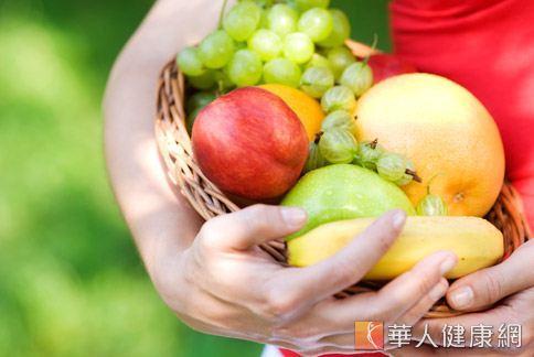 當季的新鮮蔬果含有豐富的水分、植物化合物和維生素,可幫助身體正常運作,讓肌膚保持水噹噹。