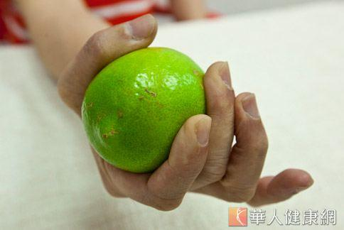善用檸檬作滷汁、稀釋烤肉醬,防癌、美味有一套。(華人健康網資料照片)