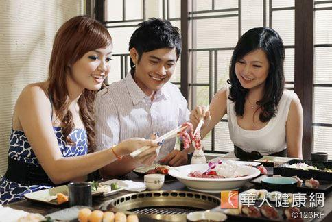 中醫師指出,不同體質的人有不同的「烤肉地雷」。