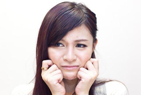 口臭是常見的社交困擾,主要與口腔清潔不佳或辛辣食物有關。本網站資料照片。