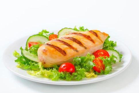 雞胸肉是許多減肥者補充蛋白質的選擇,但雞腿肉也是營養豐富又延長飽足感的另一選擇喔!(圖片/取材自美國《赫芬頓郵報》)
