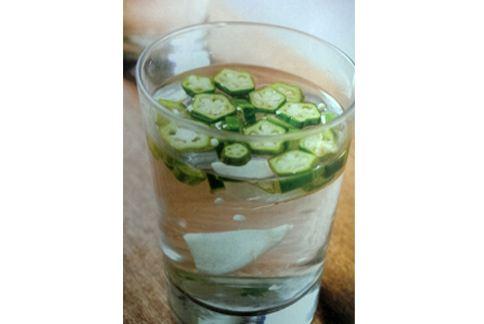 秋葵水偏方源自印度,將秋葵切片泡水每天飲用,能改善糖尿病患者病情。(圖片提供/推守文化)