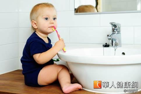 許多小朋友刷牙時間都太短,隨便刷一刷就漱漱口就算完成刷牙,預防蛀牙效果不大。