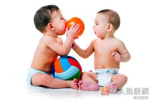 小孩的彩色玩具中也恐含有鉛毒。