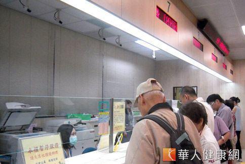 督保盟批衛福部濫權不為,影響民眾健保權益。(華人健康網資料照片)