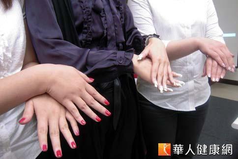 網路上流傳了這樣的說法:「骨質疏鬆與否,可以從指甲顏色厚度分辨。」(圖片/本站資料照片)