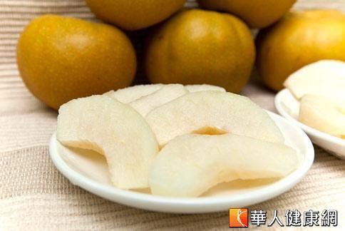 水梨偏寒,體質虛寒、腸胃較差的人不宜過量。(華人健康網資料照片)