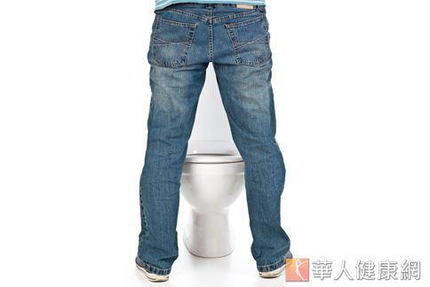 從尿液狀態、泡沫量可看出男性身體機能是否發生問題。