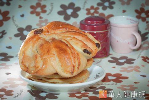 麵包口味多元,攜帶又方便,成為很多人「正餐」的替代選擇。(攝影/楊伯康)