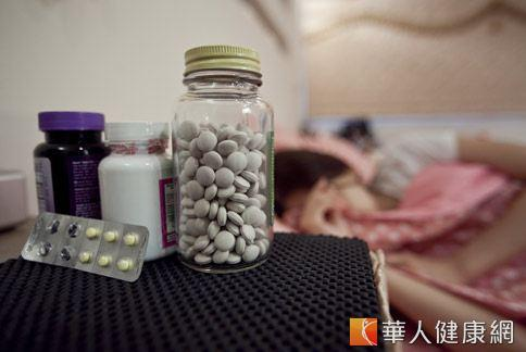 精神科患者用藥依症狀不同,劑量也不同,督保盟強調健保署不應「一視同仁」。(華人健康網資料照片)