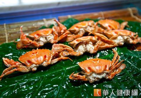 螃蟹味鹹性寒、小毒,虛寒體質及容易過敏的人不宜多吃。