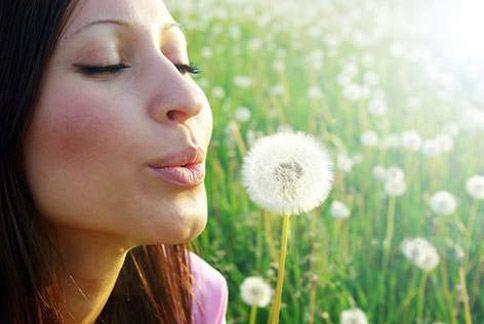 有的護唇膏擁有清涼的薄荷和特殊修護配方,抹上後清涼觸感瞬間舒緩鎮定,適合溫和修護。(圖片提供/Blistex公司)