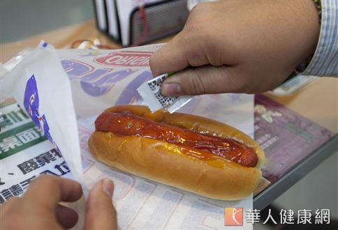 熱狗堡雖然好吃,營養價值卻不高。(圖片/華人健康網資料畫面)