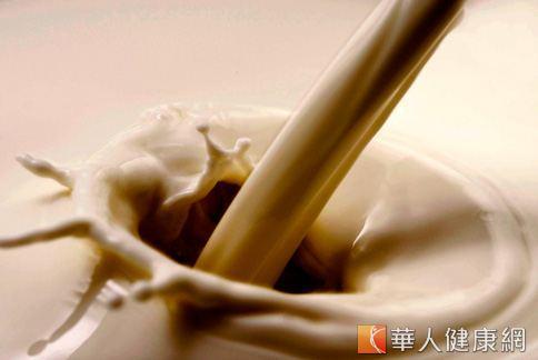 研究顯示,運動後喝巧克力牛奶有助提升肌力。