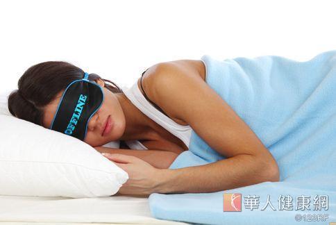 大腦在睡眠時期也在進行排毒工作,幫助清除腦中垃圾。