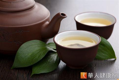 茶中富含的茶多酚、單寧酸、維生素C等成份具有抗氧化、降低自由基、抗衰老的功效。