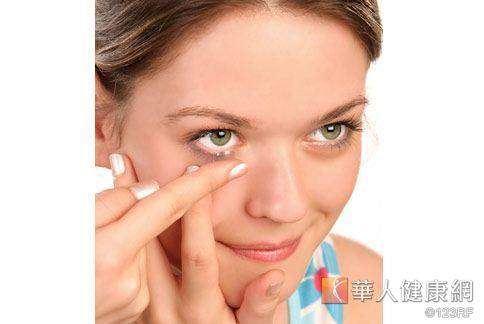 秋季氣溫變化大,常見乾眼症狀,眼睛也需注重保濕。