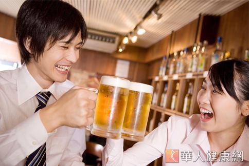 歲末年終將至,各公司行號聚餐總是少不了炒熱氣氛的杯中物。