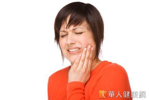 牙痛不是病,痛來要人命!若牙痛急性發作卻找不到牙醫師,可嘗試按摩手部3個穴位緩解牙痛。