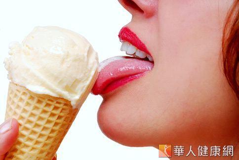愛吃巧克力、冰淇淋嗎?甜食攝取過多導致血糖值升高,小心也是記憶力衰退的因素。