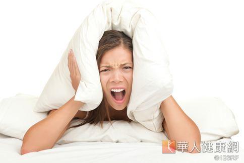 鼾聲連連讓枕邊人都受不了,研究指出,飲食中少攝取鹽分有助改善。