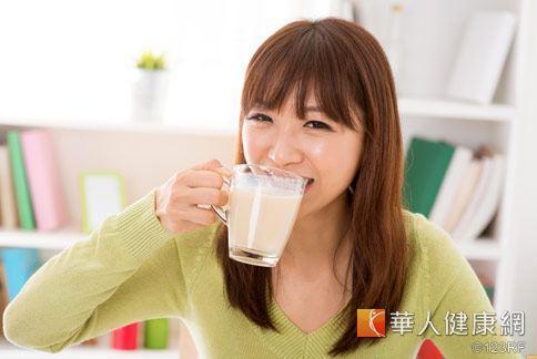 研究發現,諾麗果與鳳梨打成汁,可改善胃潰瘍風險,對健康養加分效果。