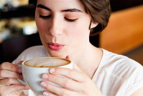 早上來杯咖啡?記得選9點半到11點半之間,提神效果最棒喔!(圖片/取材自英國《電訊報》)