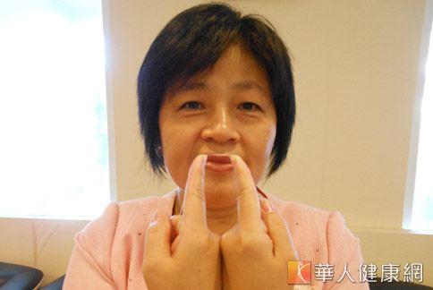招式1:適用於犬齒後方牙齒。(攝影/駱慧雯)