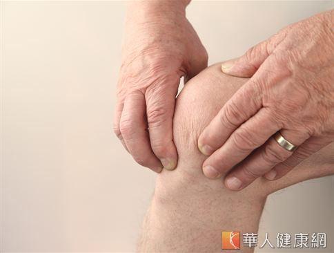 老人由於末梢血液循環不佳,常會有手腳麻木的問題產生。