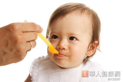 很多慢性過敏的症狀都是食物引起的,特別是嬰幼兒或是成長中的幼童。
