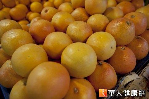 研究報導指出,柳橙能消除體內致癌的自由基,抑制癌細胞的生長。