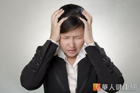 經常按摩陽白穴和四白穴,有助於臉部控油,預防脂漏性皮膚炎。