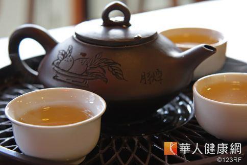 烏龍茶較綠茶溫和不傷胃,是日本人喜愛的飯後茶飲,對於解決腹部肥胖有幫助。