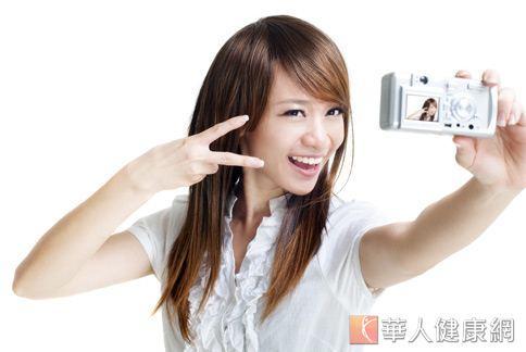 許多人做完牙齒矯正後,發覺臉型變長,有瘦小臉的感覺。