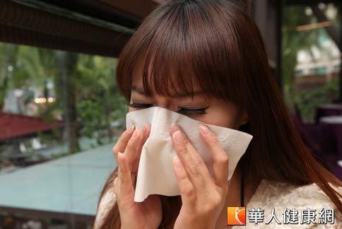 秋冬季節轉換時,是遺傳性鼻子過敏的好發期。