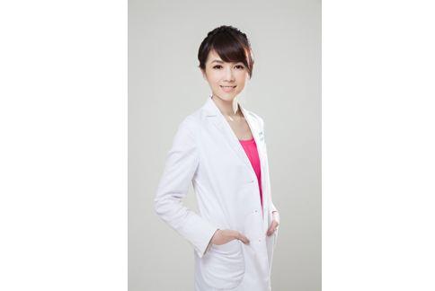 莊詠婷醫師表示,近年來的彩妝品也從醫美的角度出發,吹起保養風。(圖片提供/晨欣國際有限公司)