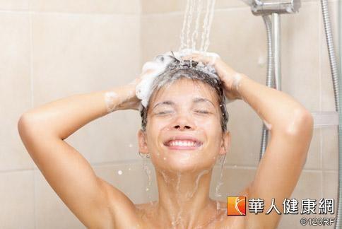 根據日本媒體報導,洗澡順序不正確容易猝死。