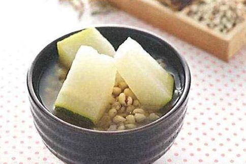 銀翹冬瓜薏仁粥適合風熱型感冒患者食用。(圖片/來源:《顧好呼吸道》/三采文化提供)