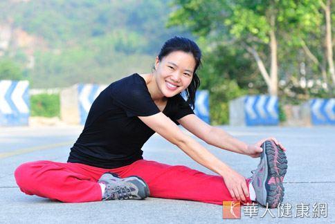 無論是做哪一種運動,醫師提醒別忘了做好拉筋和暖身動作,可預防運動傷害。