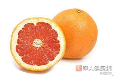 葡萄柚擁有特殊氣味與構造,吃了可以有效抑制食欲、幫助減重。
