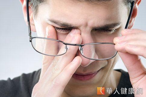 眼皮跳不停未必是喜怒哀樂的象徵,反而可能是健康出問題的警訊。