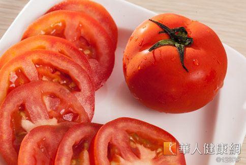 醫學已經證實,番茄中的茄紅素,能清除自由基,預防攝護腺肥大。