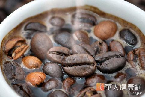 黑咖啡有利尿作用,還可以幫助消除體內脂肪。