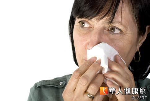 許多銀髮族都深受溢淚,也就是俗稱「流眼油」症狀的困擾。