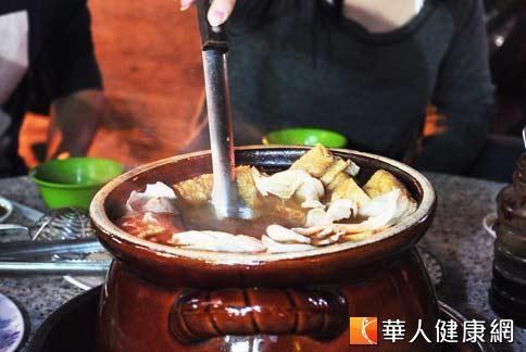 中醫師指出,風熱型感冒千萬不要吃薑母鴨。