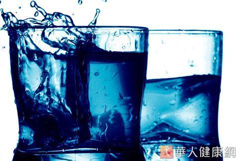 別小看三餐飯前喝500C.C.的水,加上運動,半年可多減2公斤。