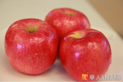 冬季優質水果中,蘋果熱量低,具有多種營養素,有助排宿便。(攝影/賴羿舟)