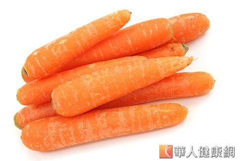 營養師建議,淋巴癌患者可以多吃胡蘿蔔、綠花椰等蔬菜。